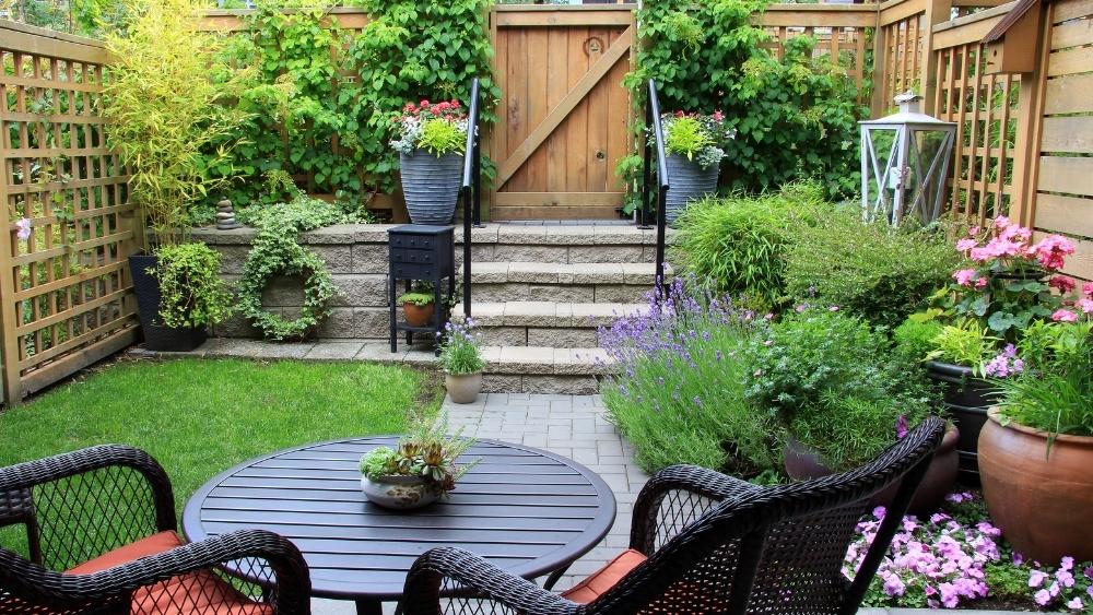 Diseño y construcción de jardines en espacios pequeños.